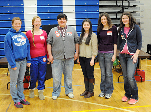 Dundee High School students donate blood, volunteer