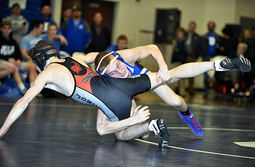Dundee wrestlers heads to State