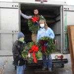 Dundee High School band sells Christmas wreaths
